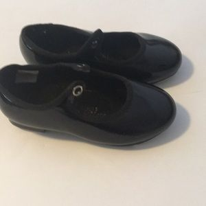Girls black tap shoes sz 8
